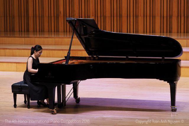Ngay tại Thủ đô Hà Nội, âm nhạc cổ điển vẫn còn kén người nghe. Nhưng những trở ngại đó không làm em nhụt chí mà cảm thấy tự hào vì đã có cơ hội tiếp cận thứ âm nhạc tuyệt vời này, Nguyệt Hà tâm sự.