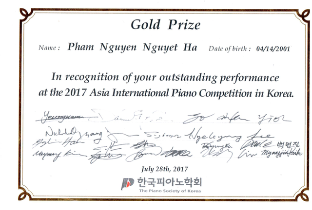 Giải thưởng piano Nguyệt Hà đạt được tại Hàn Quốc vào năm 2017.