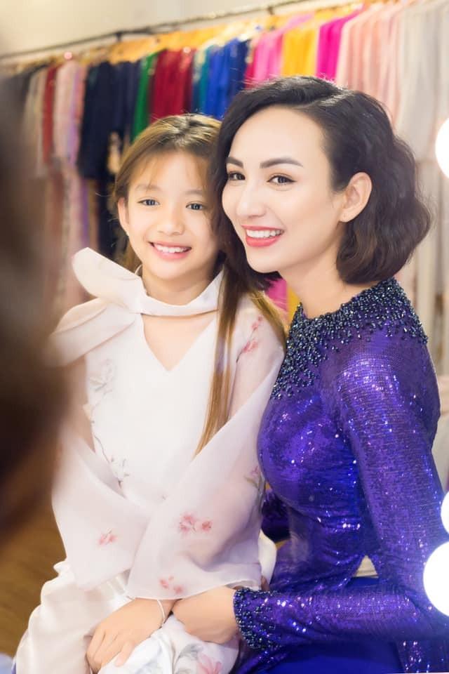 Hoa hậu Ngọc Diễm cũng có một cô con gái nhỏ rất xinh xắn.
