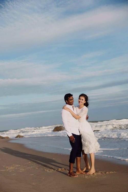 Chồng Nguyệt Ánh tên là Kilaparthy Eswar Rao, người Ấn Độ đang sinh sống tại Việt Nam. Anh hơn 40 tuổi, hiện đang là giáo viên Yoga ở TP HCM. Cặp đôi quen biết và yêu nhau được gần một năm sau đó quyết định tổ chức đám cưới.