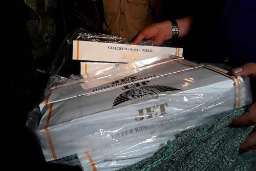 Gần 70.000 bao thuốc lá lậu bị công an thu giữ - Ảnh 2.
