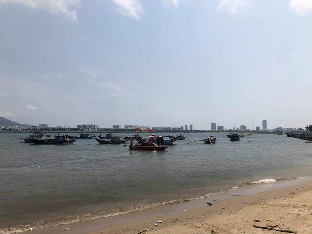 Lực lượng chức năng đang tìm kiếm thi thể cháu N. - nạn nhân trong nghi án bố giết con, ném xác xuống sông phi tang ở Đà Nẵng.