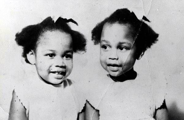 June và Jennifer Gibbons chào đời ngày 11 tháng 4 năm 1963 tại Aden, Trung Đông.