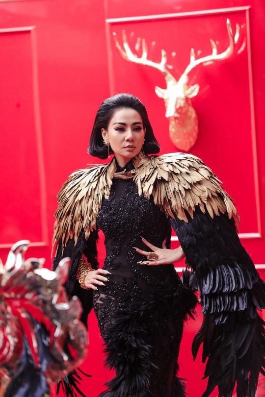 """Ca sĩ Thu Minh trong MV """"Diva"""". Ảnh: TL"""