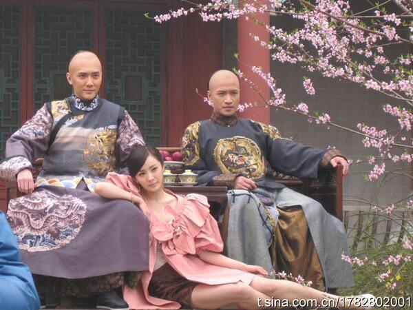 Cuối thời Khang Hy, các hoàng tử tranh đoạt quyền lực đến mức cực độ.