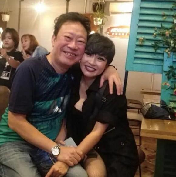Nhạc sĩ Lê Quang cũng đến chúc mừng nữ ca sĩ