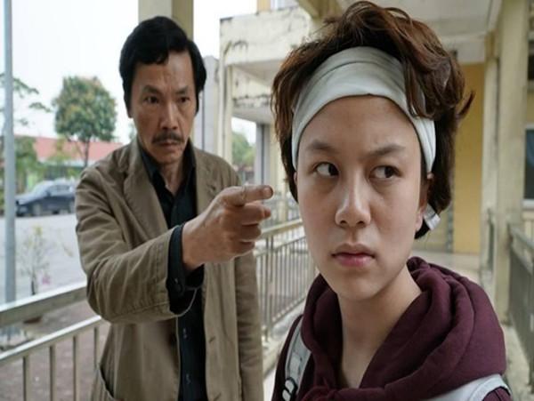 NSƯT Trung Anh trong phân cảnh ra tay với diễn viên Bảo Hân.