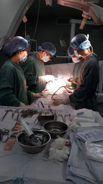 Bệnh nhân bị 5 nhát dao đâm thấu ngực được cứu sống ngoạn mục. Ảnh BVCC