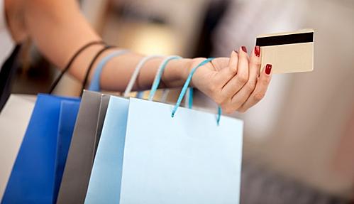 Dùng mua sắm để giải tỏa căng thẳng chỉ khiến bạn nghèo nhanh. Ảnh: Claude News.