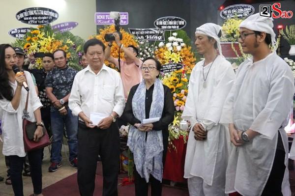 Con trai nghệ sĩ Lê Bình thay mặt gia đình gửi số tiền trị bệnh còn dư cho viện dưỡng lão và chùa nghệ sĩ.