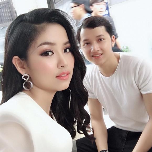 Cận cảnh nhan sắc của em dâu Nhã Phương, trông cô gái cũng xinh đẹp chẳng thua kém hot girl.