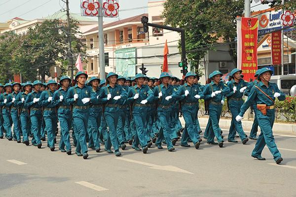 Khối dân quân tỉnh Điện Biên tham gia diễu binh.