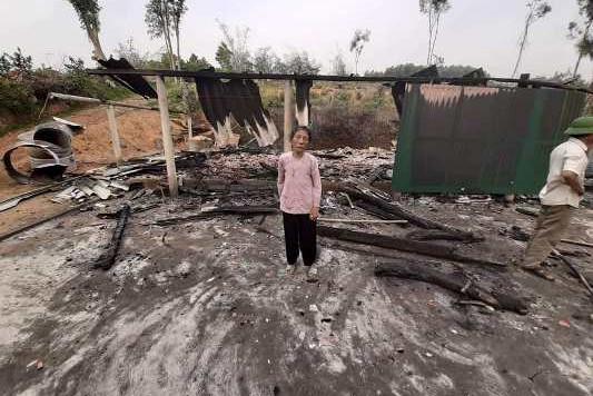 Ngọn lửa đã thiêu rụi căn nhà của bà Trung