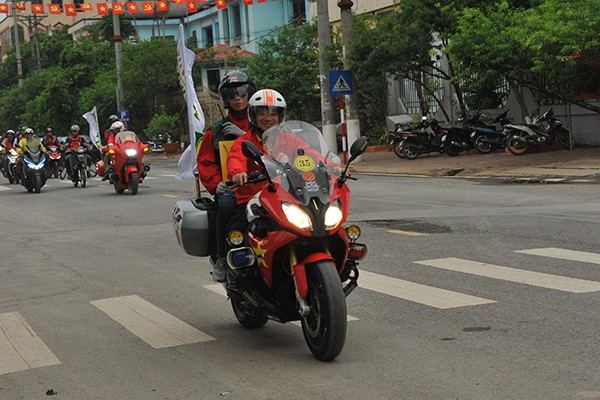 Chiếc xe BMW R1200 RS.