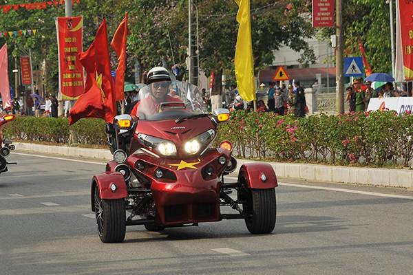 Chiếc Honda Goldwing được độ ba bánh duy nhất tại Hà Nội.