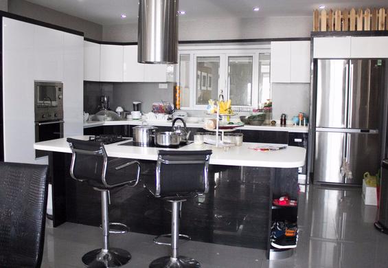 Căn bếp có thể thỏa mãn niềm đam mê nấu nướng của các bà nội trợ.