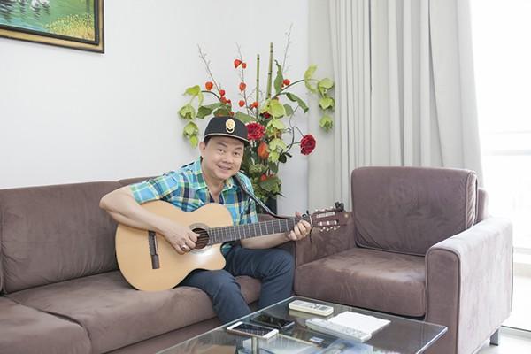 Năm 1999, Chí Tài từ Mỹ về Việt Nam để hoạt động nghệ thuật cùng Hoài Linh. Vốn là người kín tiếng, Chí Tài hiếm khi chia sẻ về chuyện riêng tư. Vì thế, rất nhiều người hâm mộ tò mò về cuộc sống xa vợ, một thân một mình ở Việt Nam suốt gần 20 năm của nam danh hài. Hiện nay, Chí Tài đang sống tại một căn hộ cao cấp tại quận Phú Nhuận. Căn nhà không hoành tráng nhưng rất ngăn nắp và tiện nghi.