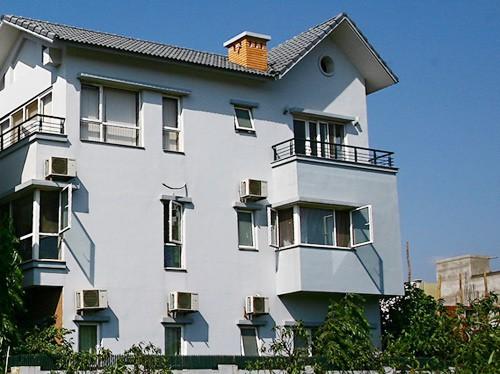 Cách nhiệt tường, trần, cửa càng kém, tổn thất nhiệt càng lớn, chi phí điện cho điều hòa càng tăng.
