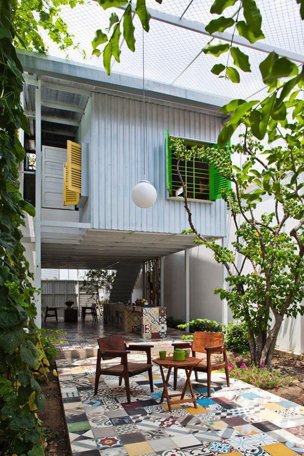 Chủ nhà trung tuổi vốn là phóng viên của một tạp chí kiến trúc nên rất muốn tổ ấm của mình phải có sự khác biệt với những công trình khác.