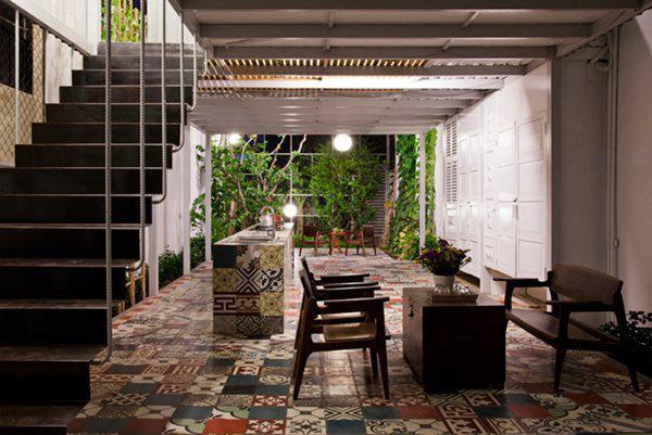 Gạch bông được lựa chọn để lát sàn và trang trí bàn bếp.
