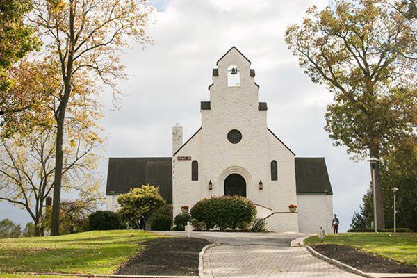 Trường Cascia Hall, Oklahoma: Ngoài các tòa nhà theo phong cách Norman tuyệt đẹp của Pháp, Cascia Hall còn có khuôn viên tuyệt đẹp được chăm sóc cẩn thận.