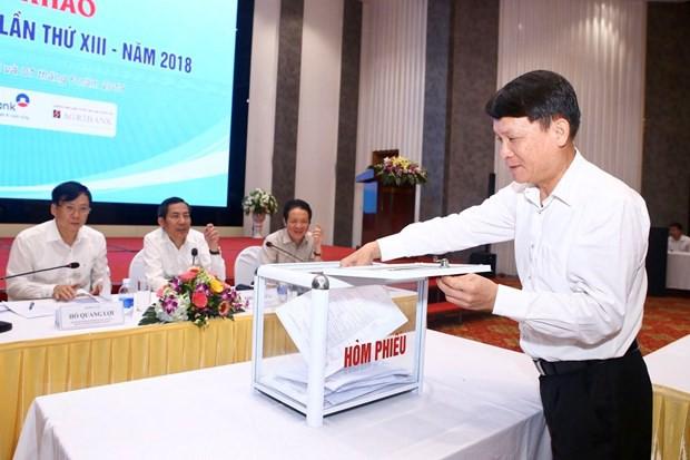 Thành viên giám khảo bỏ phiếu chấm chung khảoGiải Báo chí quốc gia lần thứ XIII - năm 2018. (Ảnh: Minh Quyết/TTXVN)