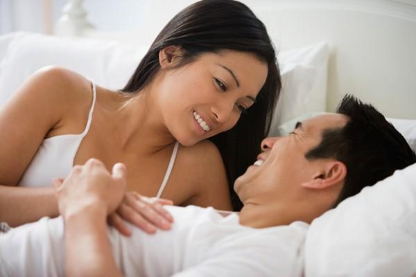 Thoải mái tận hưởng cũng là cách bạn công nhận bản lĩnh của chồng khiến hai người khắng khít hơn - Ảnh minh họa: Internet