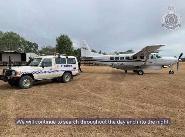 Hàng tá nhân viên dịch vụ khẩn cấp và tình nguyện viên đã tham gia vào cuộc tìm kiếm.