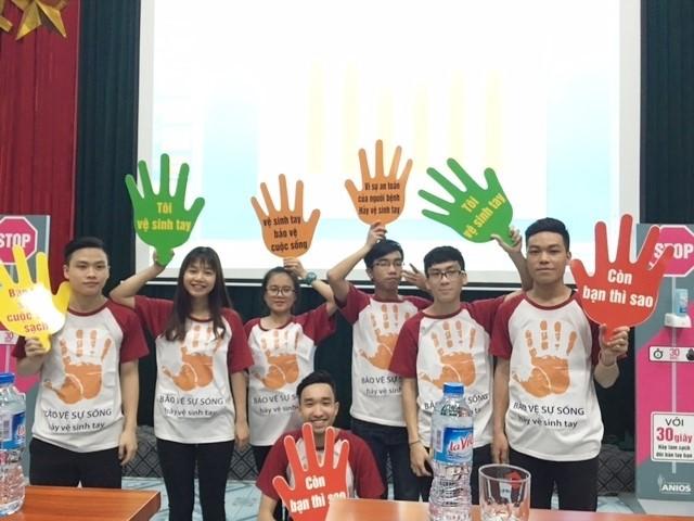 Các tình nguyện viên của BV Nhi Trung ương cổ vũ cho Chương trình