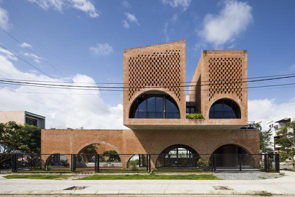 Ngôi nhà có diện tích 240 m2, được xây dựng tại thành phố biển Đà Nẵng của Việt Nam