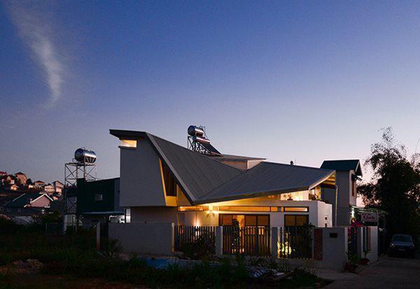 Căn nhà được thiết kế dựa trên mong muốn của gia chủ về một ngôi nhà nhỏ yên bình e ấp dưới thung lũng đầy hoa.