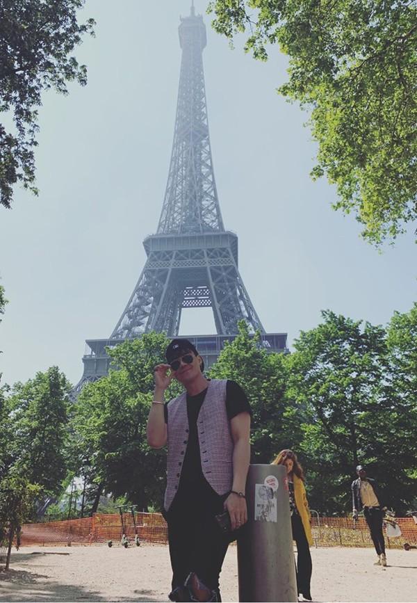Khánh Phương quay MV cover Độ ta không độ nàng ở Pháp.