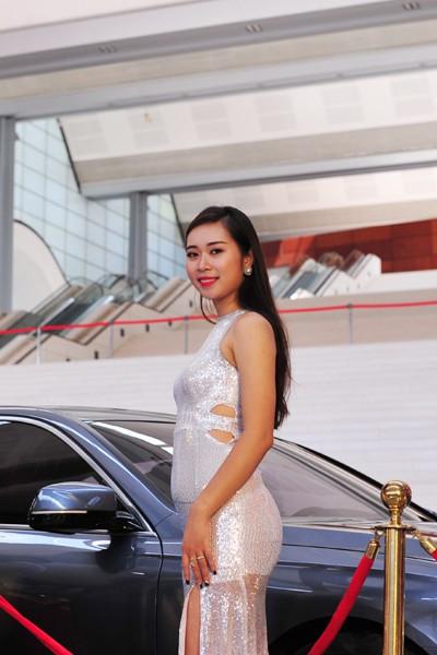 Dàn người mẫu hãng xe Vinfast mang phong cách quý phái, sang trọng.