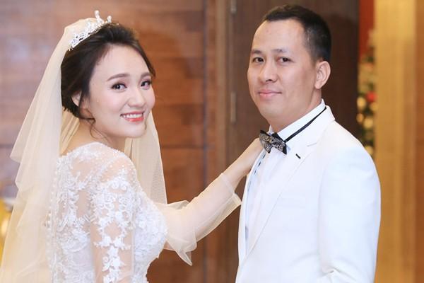 Nhật Thủy lấy chồng đại gia hơn 14 tuổi năm 2017.