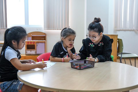 Đội ngũ giáo viên nước ngoài của trường phải được chứng nhận đạt chuẩn OCT và chứng nhận giảng dạy chương trình Tú tài quốc tế IBDP.