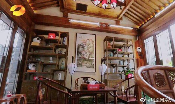 Vương Cương là tay chơi đồ cổ chính hiệu, với 70% gia sản là đồ cổ.