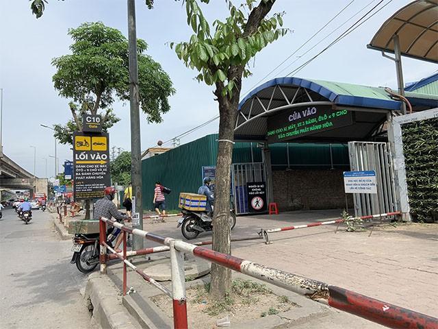 Tình trạng thu phí kiểu một mình một chợ tại bến xe Nước Ngầm đã diễn ra từ lâu.