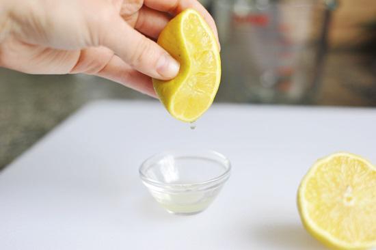 Một số loại thực vật và rau quả như chanh, cam chứa chất cảm quang, khi được kích hoạt bởi ánh sáng, chúng có thể gây tổn hại cho các tế bào.