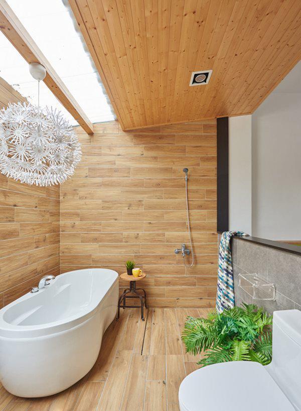 Phòng tắm thoáng rộng.