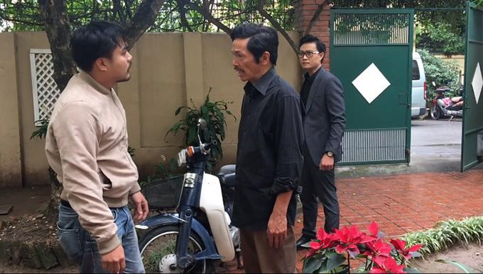 Trọng Hùng, NSƯT Trung Anh và Tiến Lộc trong phân đoạn Khải tìm đến nhà ông Sơn làm loạn.