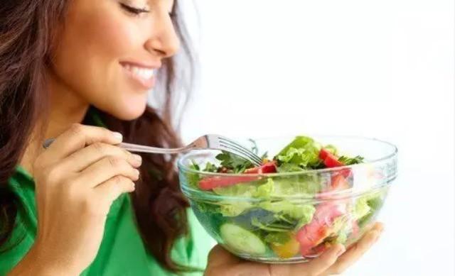 Chỉ ăn rau không là không khoa học. Ảnh minh hoạ.