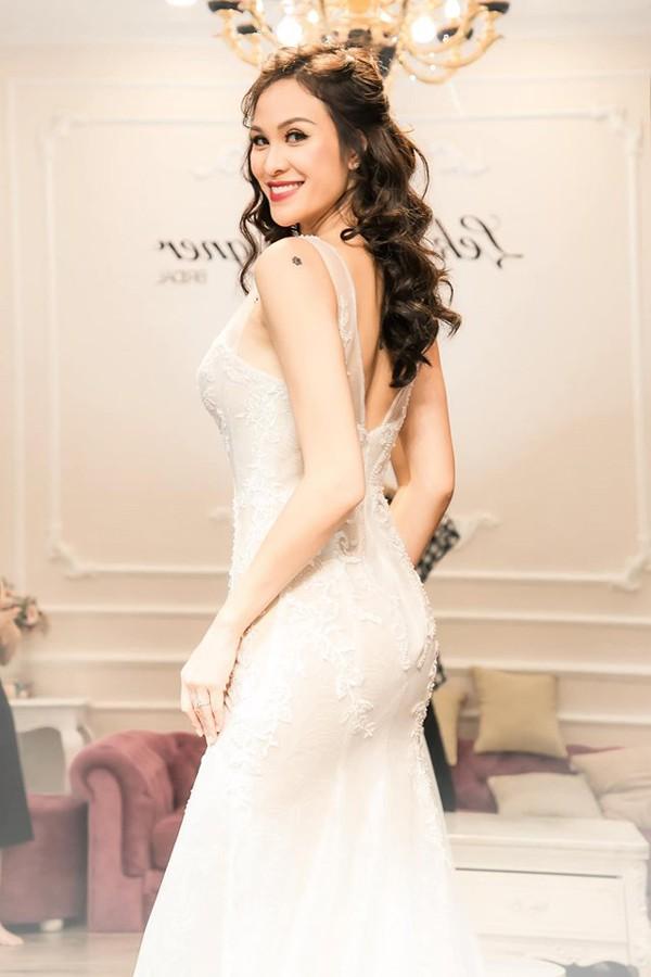 Siêu mẫu, MC Phương Mai là người đẹp vừa có đôi chân dài vừa được đào tạo bài bản