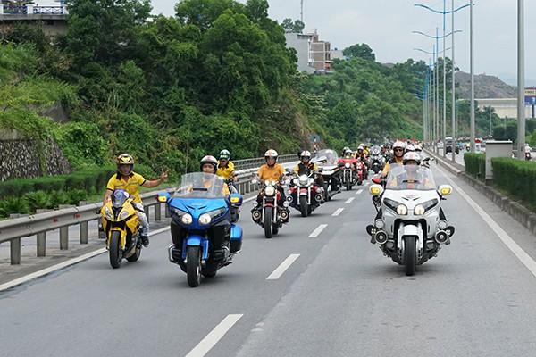 Buổi diễu hành mô tô sáng 15/6 tại thành phố Hạ Long.