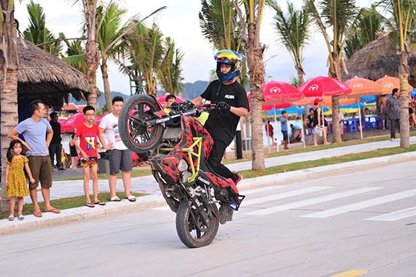 Một pha trình diễn kỹ thuật của một biker.