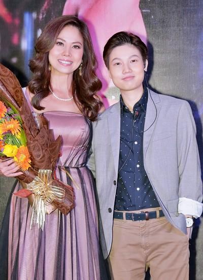 Hồ Lệ Thu bên con gái 23 tuổi Phi Anh (phải).