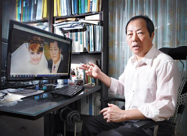 Một người đàn ông Hàn Quốc giới thiệu về người vợ nước ngoài của mình.