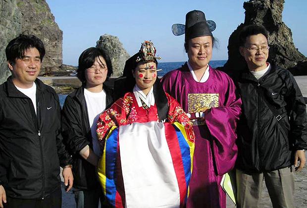 Nhiều người đàn ông Hàn Quốc trở nên khó lấy vợ hơn khiến họ buộc phải nhờ cậy các trung tâm mai mối.