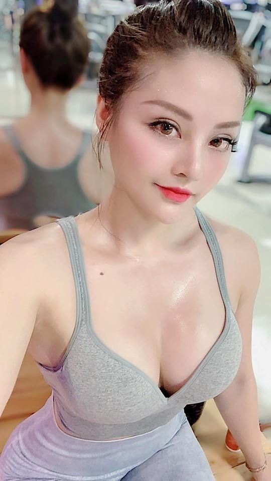 Trên trang cá nhân, Nguyễn Trà My thường khoe những bức hình nóng bỏng.