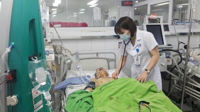 Bệnh nhân viêm tuỵ cấp vì uống nhiều rượu bia được đưa vào BVĐK tỉnh Phú Thọ.