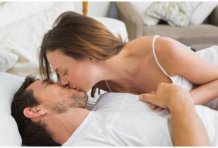 """Các nhà nghiên cứu nghĩ rằng khi """"yêu nhiều"""" thì như là chất ức chế ham muốn tình dục."""